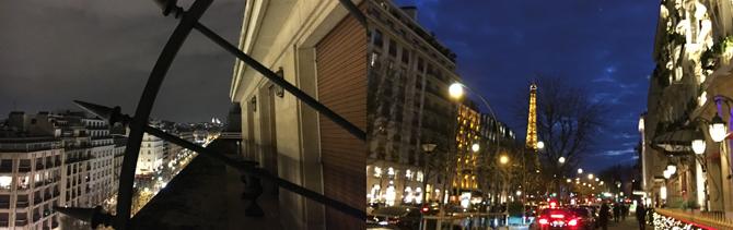 左の写真の遠くに見えるのはサクレクール寺院。右奥にはエッフェル搭。パリは本当にきれいな街です。